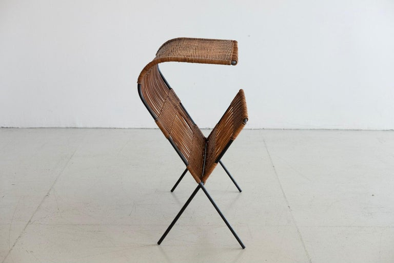 Italian Wicker and Iron Table / Magazine Rack In Good Condition For Sale In Los Angeles, CA