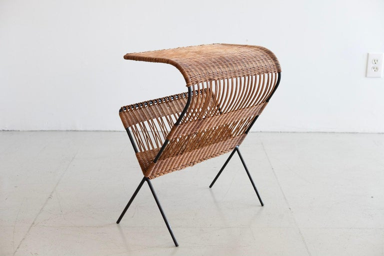 Mid-20th Century Italian Wicker and Iron Table / Magazine Rack For Sale