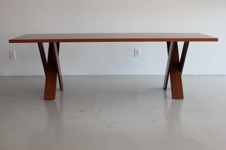 Marco Zanuso Walnut Dining Table for Poggi In Good Condition For Sale In Los Angeles, CA