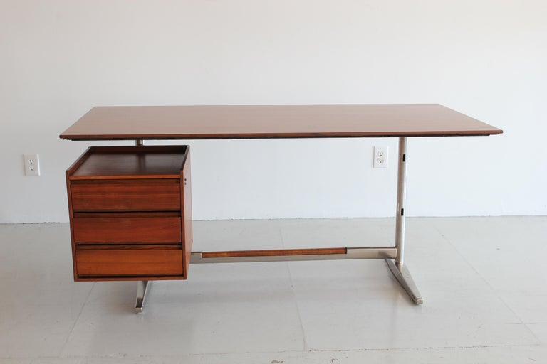 Gio Ponti Rosewood and Chrome Desk In Good Condition For Sale In Los Angeles, CA
