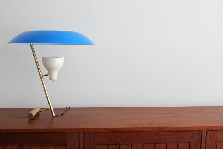 Iconic table lamp by Gino Sarfatti with reflected and diffused LED light and characteristic azure methacrylate diffuser.  First edition of reproduction, circa early 2000s.