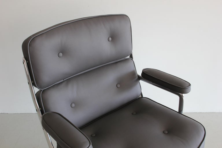 Mid-20th Century Eames Time Life Chair For Sale