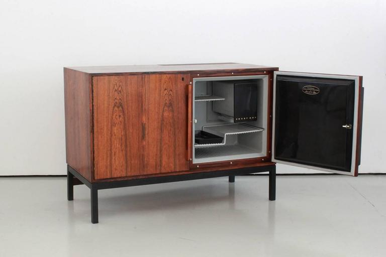 Danish Rosewood Bar Cabinet with Refrigerator by Silkeborg In Good Condition For Sale In Los Angeles, CA