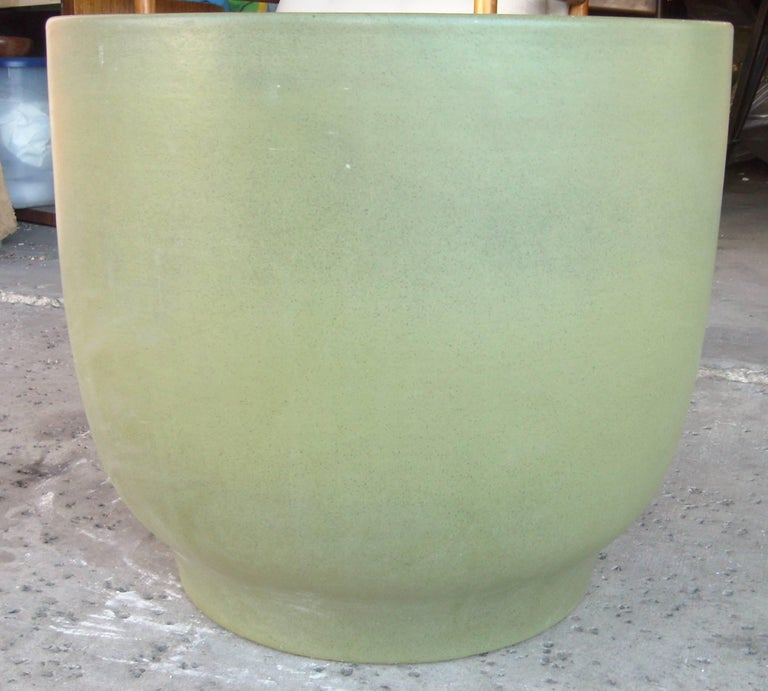 Gainey Large Planter, Ceramic/Pottery, Marked, Olive Green In Excellent Condition For Sale In Los Angeles, CA