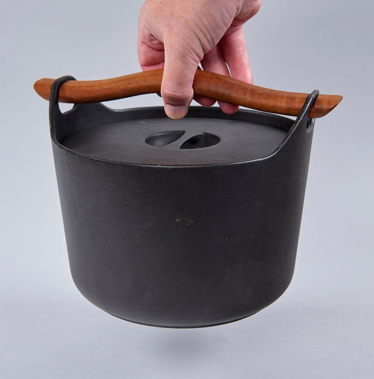 Scandinavian Modern Cast Iron Cooking Pot by Timo Sarpaneva For Sale