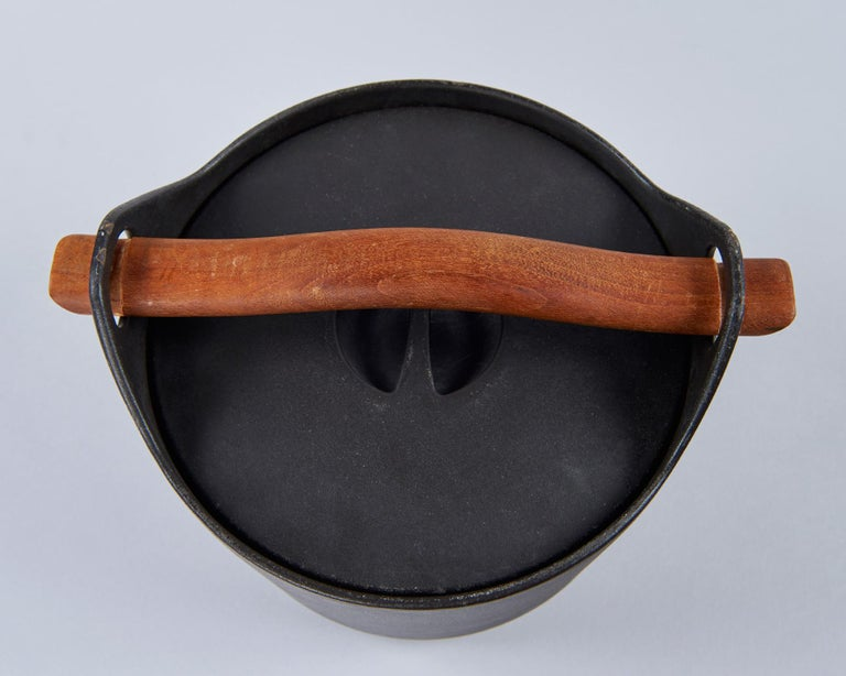 Cast Iron Cooking Pot by Timo Sarpaneva In Excellent Condition For Sale In Los Angeles, CA