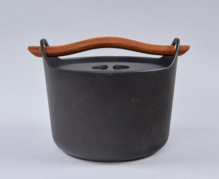 Cast Iron Cooking Pot by Timo Sarpaneva For Sale 2