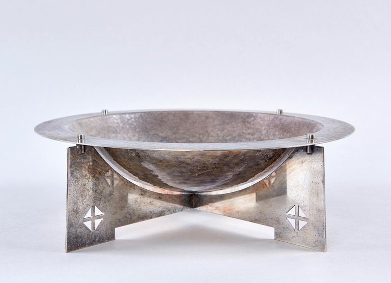 When, in 1988, this silver plated bowl was designed by New York Five architect Charles Gwathmey and Robert Siegel for Swid Powell, it evoked the Aesthetic Movement of the turn-of-the-century just as powerfully as it today evokes the Post-Modernism