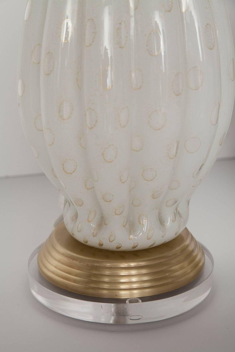 Hand-Crafted Fully Restored White Bullicante Murano Glass Lamps with Gold Leaf, circa 1960 For Sale