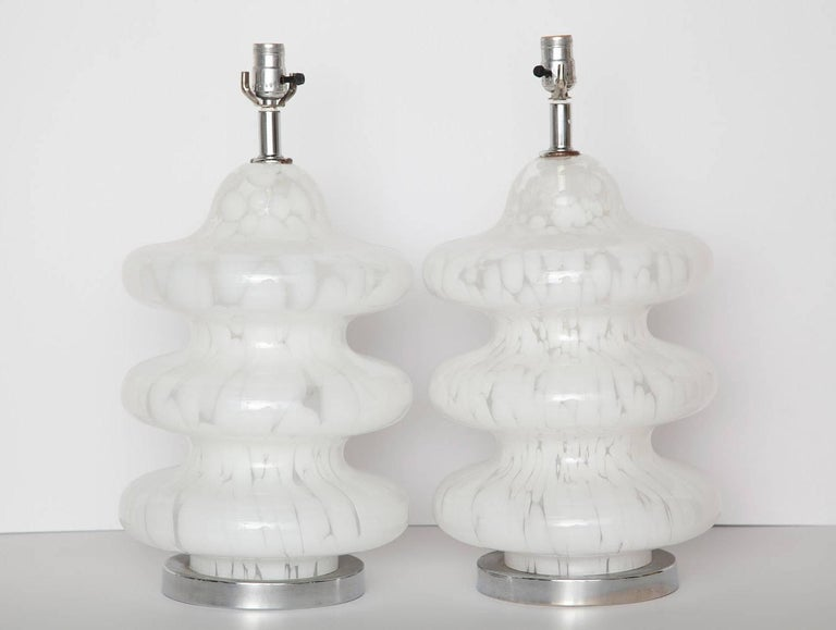Nicely-scaled vintage table lamps in white and clear mottled Murano glass, Italy, circa 1970. Original chromed hardware and wiring. Height measurement below is to top of socket.
