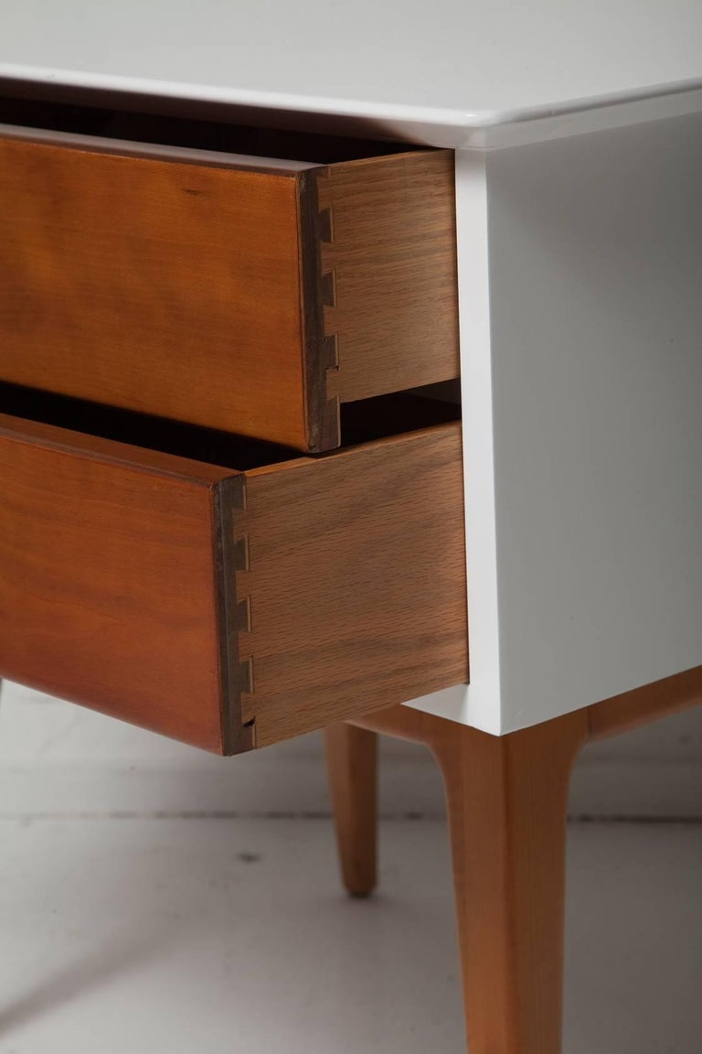 Pair of 1950s Cherrywood Nightstands by Renzo Rutili for Johnson Brothers In Good Condition For Sale In North Miami, FL
