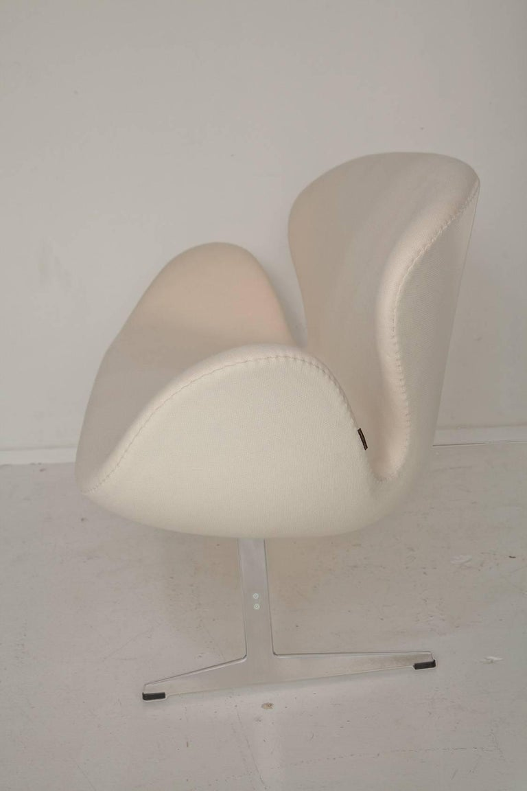 Mid-Century Modern Arne Jacobsen Swan Settee for Fritz Hansen For Sale
