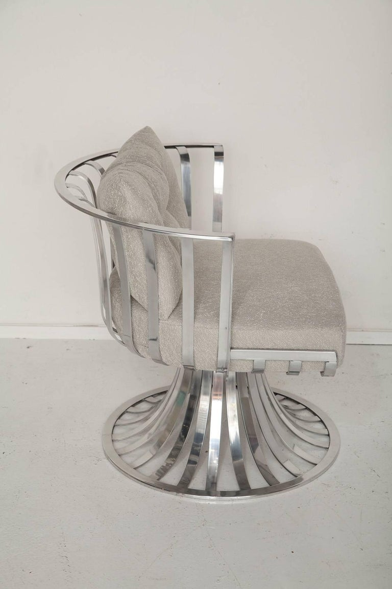Mid-Century Modern Pair of Polished Aluminum Armchairs by Russell Woodard, circa 1965 For Sale