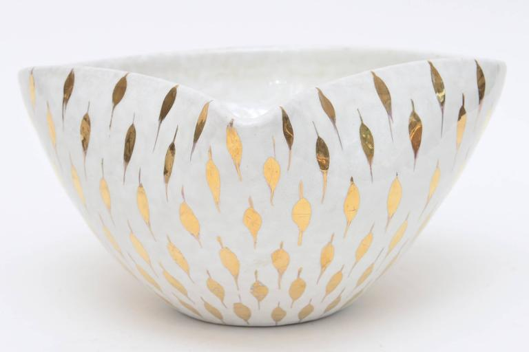 Italian Aldo Londi For Bitossi Feather Plume Ceramic Bowl Vintage For Sale