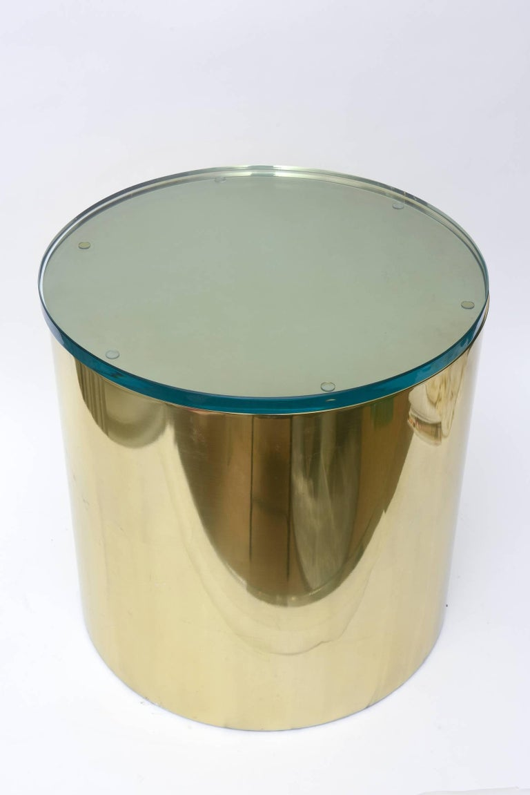 This cylinder round polished brass painted aluminium side table has a green glass top attached. It was designed by Paul Mayen for Habitat International.