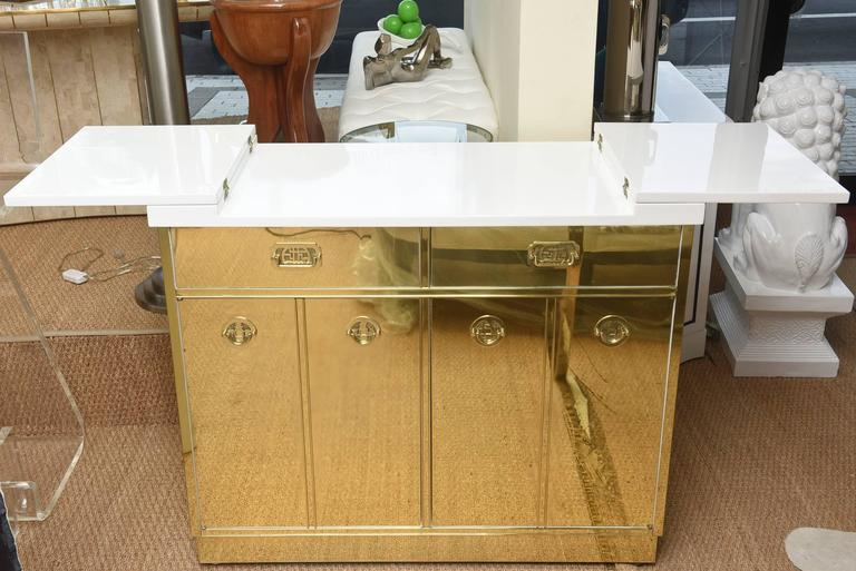 Mid-20th Century Mastercraft Brass and White Lacquered Wood Dry Bar or Cabinet Vintage For Sale