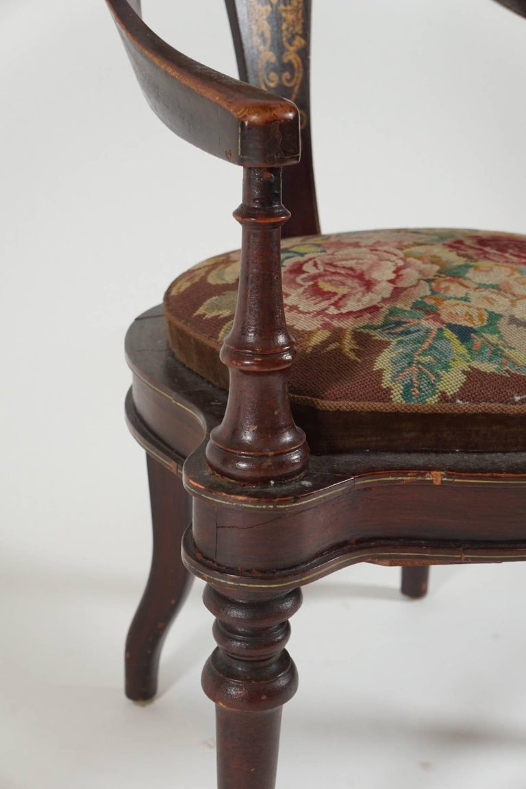 Mid-19th Century Pair of 19th Century Mahogany Spoon Back Chairs For Sale