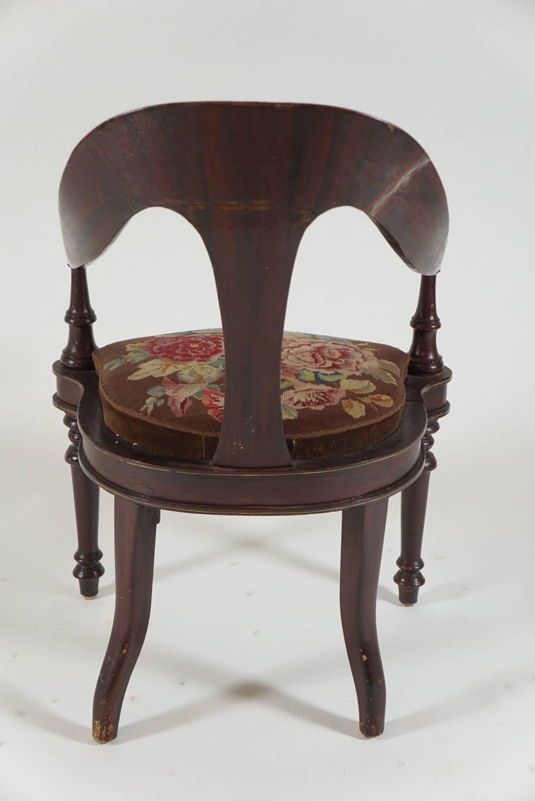 Pair of 19th Century Mahogany Spoon Back Chairs For Sale 2