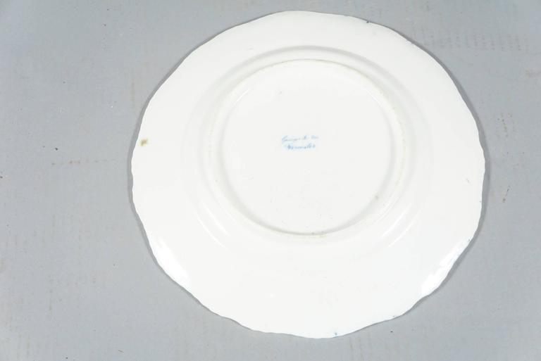 Early Worcester Stoneware Eight Dinner Plates In Good Condition For Sale In Hudson, NY