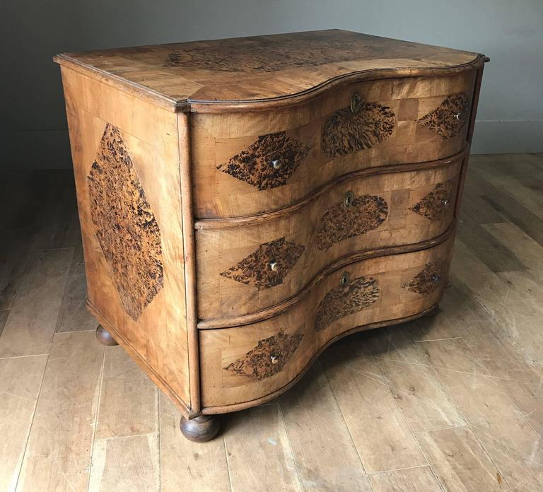 18th Century Burr Root Wood Three Drawer Commode, Bowed Front, Sweden In Excellent Condition For Sale In New York, NY