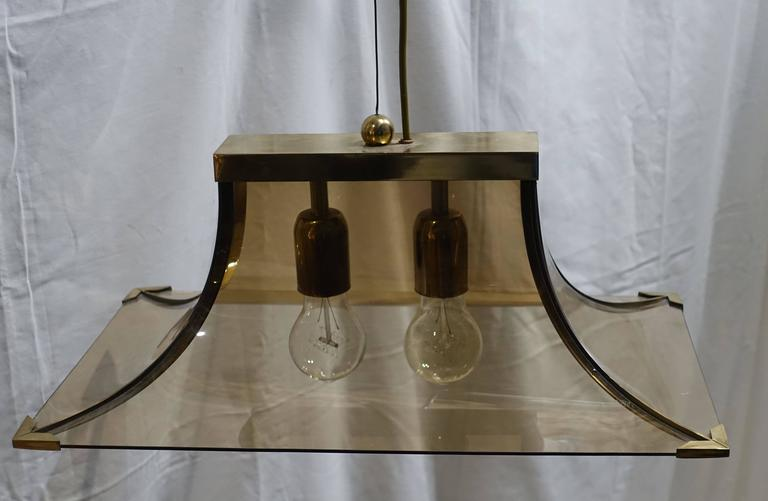 1970s Italian Smoked Taupe Curved Glass and Brass Chandelier For Sale 1