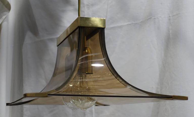 1970s Italian Smoked Taupe Curved Glass and Brass Chandelier For Sale 2