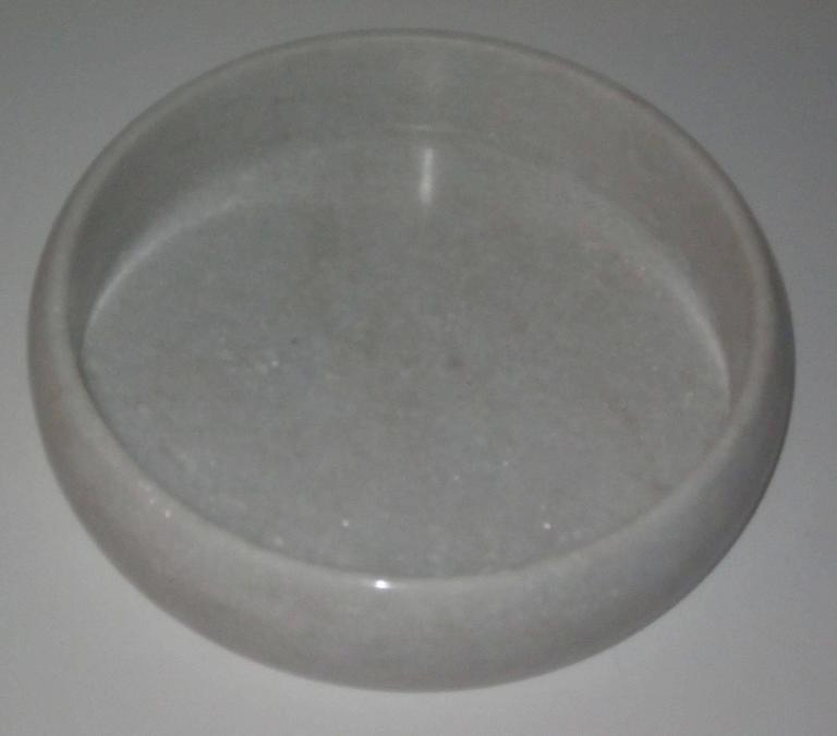 Indian Round White Marble Tray, India, Contemporary For Sale
