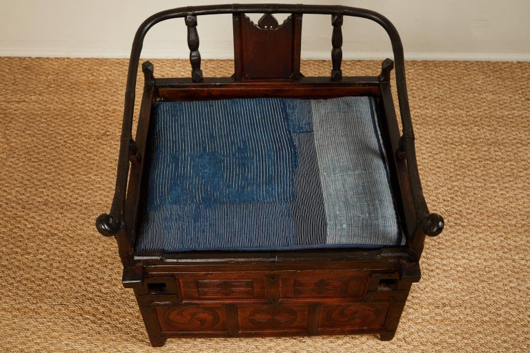 Carved Antique Chinese Sedan Chair For Sale