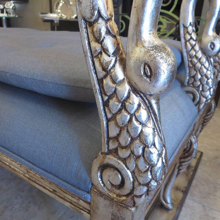 Hollywood Regency Daybed with Carved and Gilded Swans In Excellent Condition For Sale In Los Angeles, CA