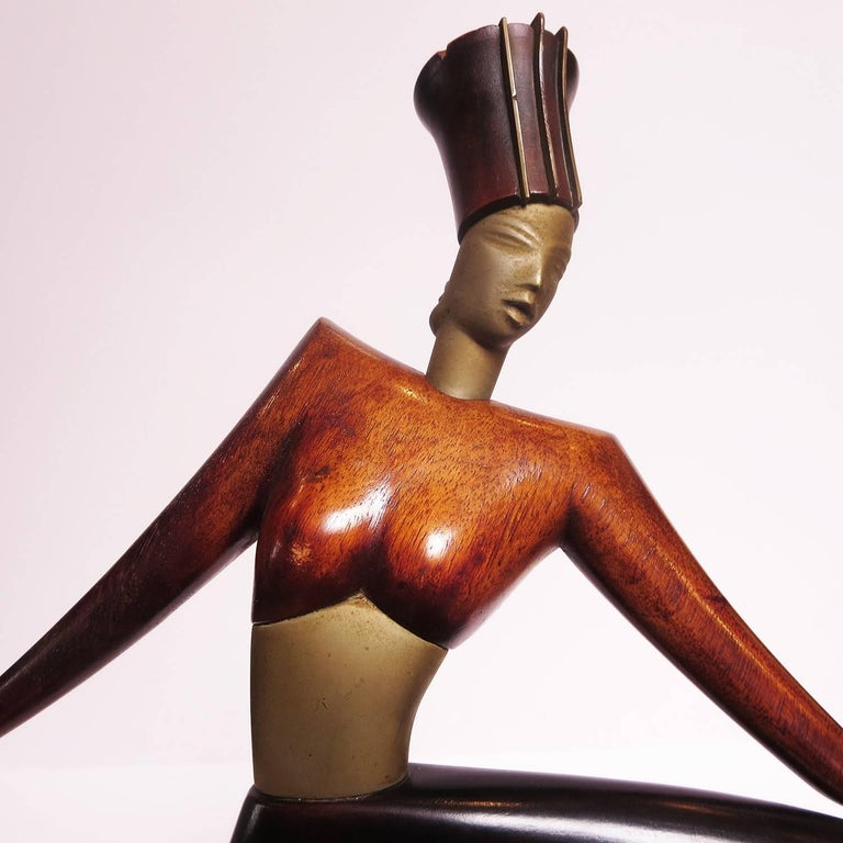 With the international success of Hagenauer sculptures in the 1930s, other Viennese artists developed similar styles in the