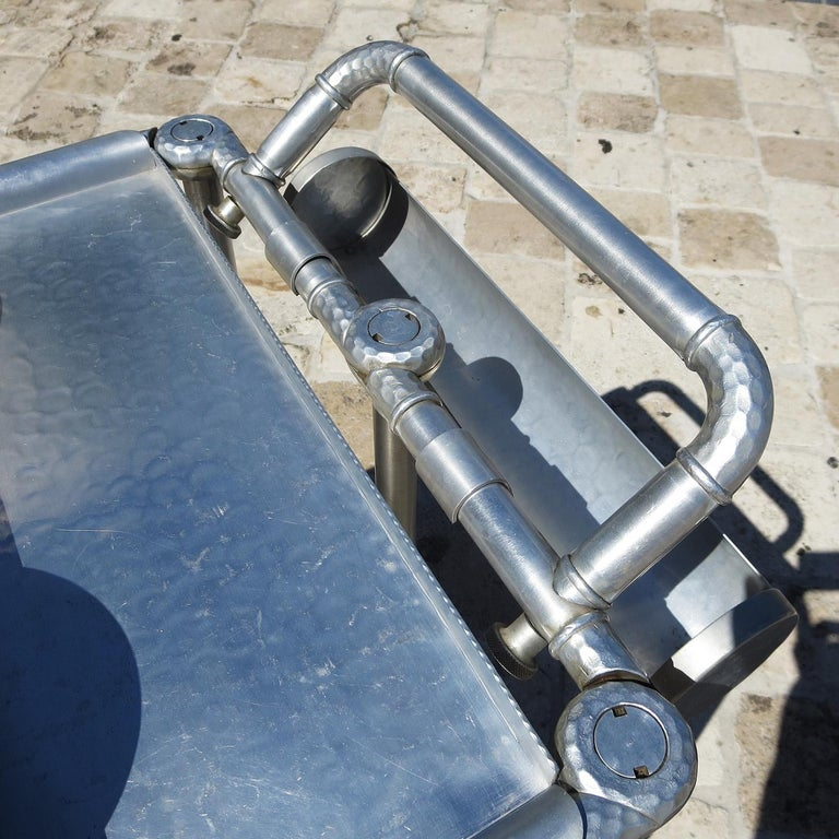 Russel Wright Hammered Aluminum Rolling Cart for Everlast Corp, 1940 In Good Condition For Sale In Los Angeles, CA
