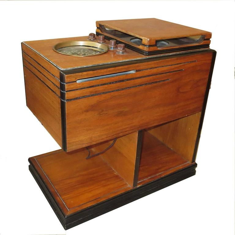 Most American households had only a radio for entertainment and news in the days before the advent of television. The living room had the large upright cabinet units, while smaller tabletop sets could be used in the bedrooms or kitchen. A little