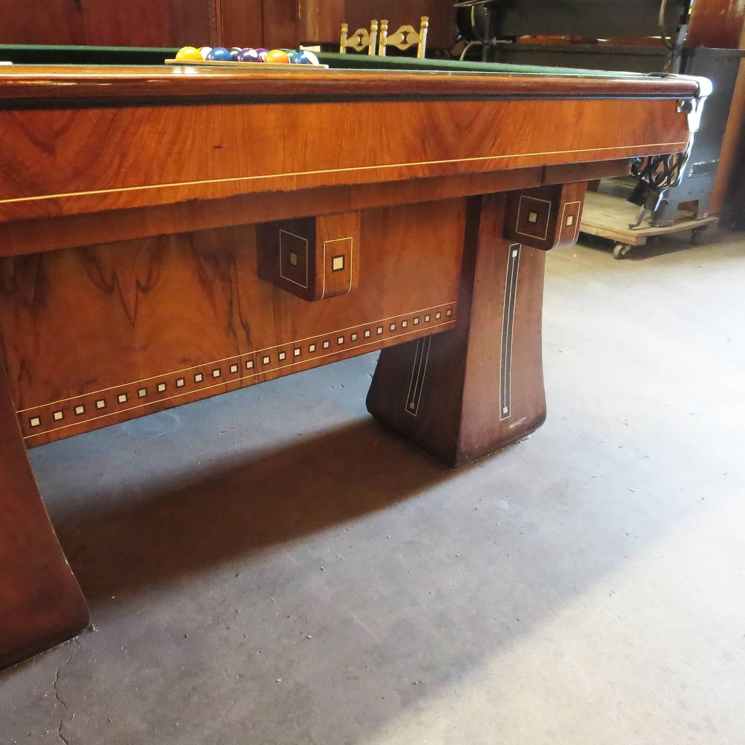 Early 20th Century 1915 Brunswick Arcade Pool Table With Rare Six Legged  Base For Sale