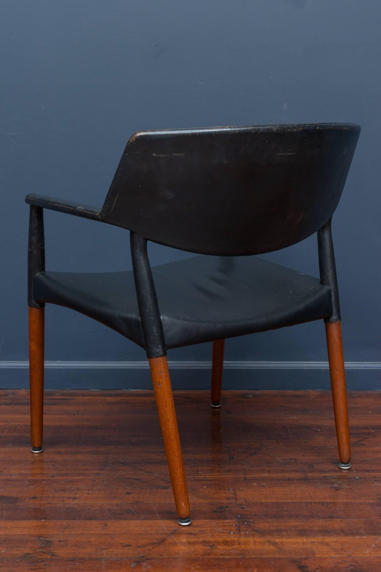 Mid-20th Century Ejner Larsen & Askel Bender Madsen Lounge Chair for Willy Beck For Sale