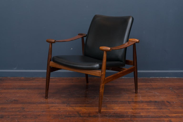Finn Juhl Rosewood Spade Chair Model FD133 In Excellent Condition For Sale In San Francisco, CA