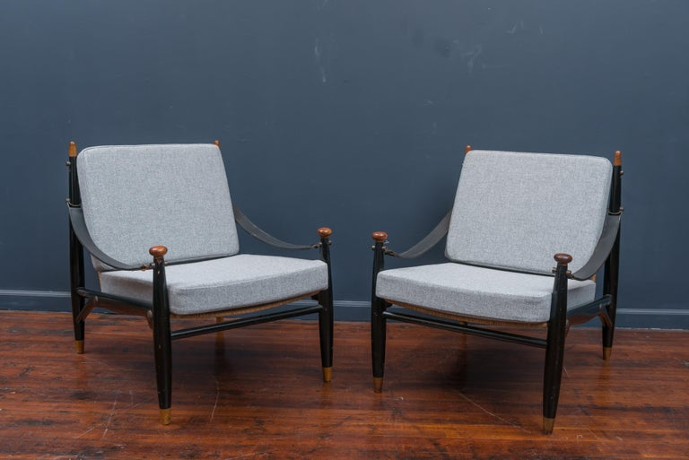 Mid-Century Modern Lounge Chairs and Table For Sale 4