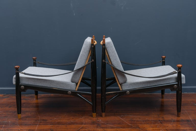 Mid-Century Modern Lounge Chairs and Table For Sale 6