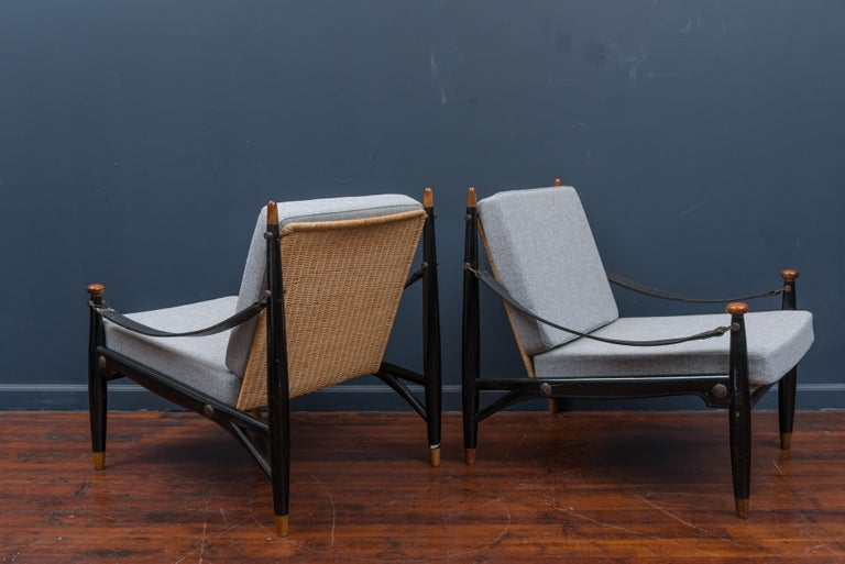 Mid-Century Modern Lounge Chairs and Table For Sale 7