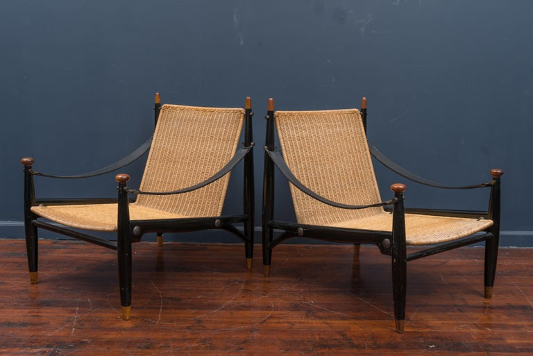 Mid-Century Modern Lounge Chairs and Table For Sale 8
