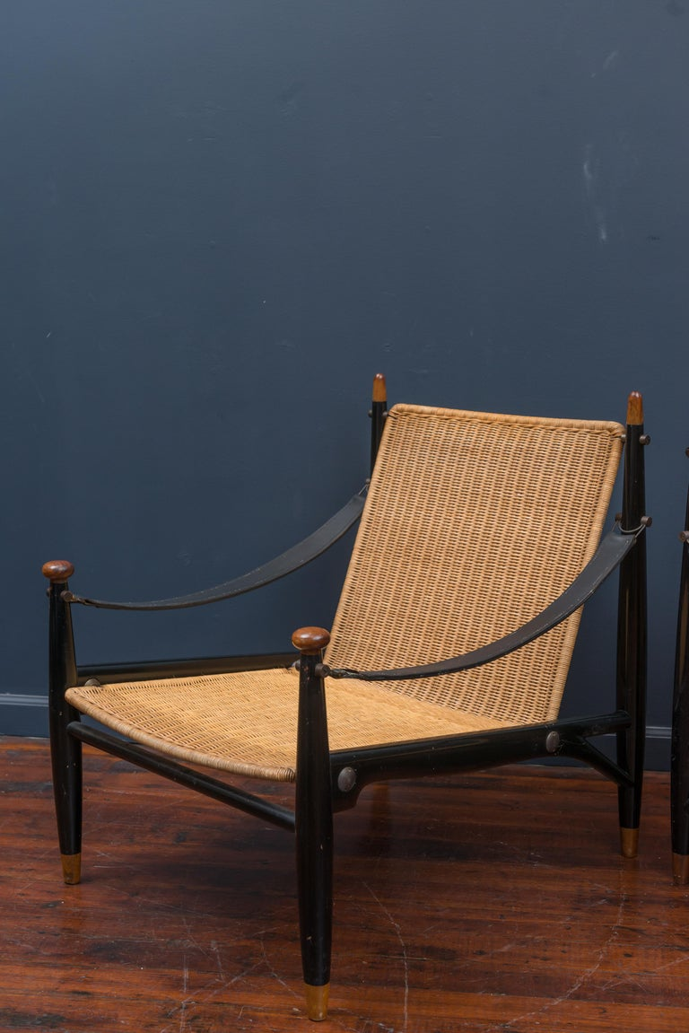 Mid-Century Modern Lounge Chairs and Table For Sale 9