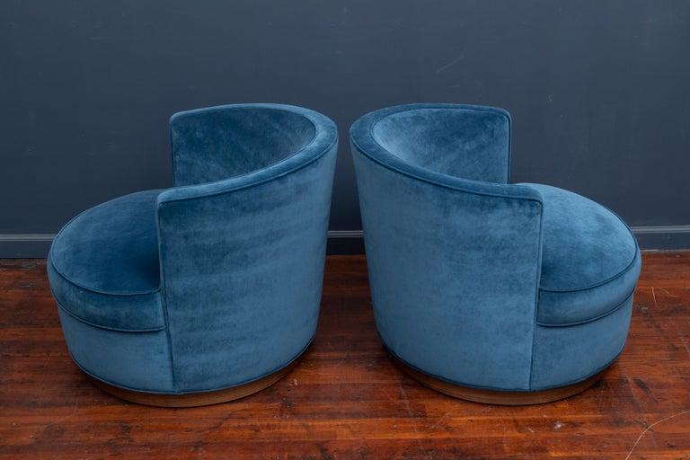 Dunbar Swivel Club Chairs For Sale 1