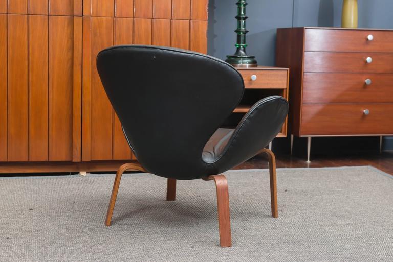 Arne Jacobsen Swan Chair 6