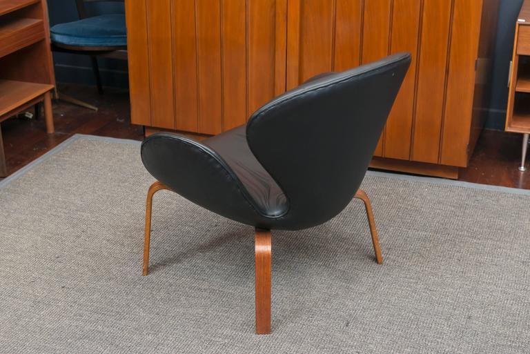 Arne Jacobsen Swan Chair 7