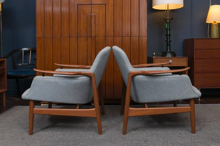 Danish Pair of Finn Juhl NV 53 Lounge Chairs For Sale