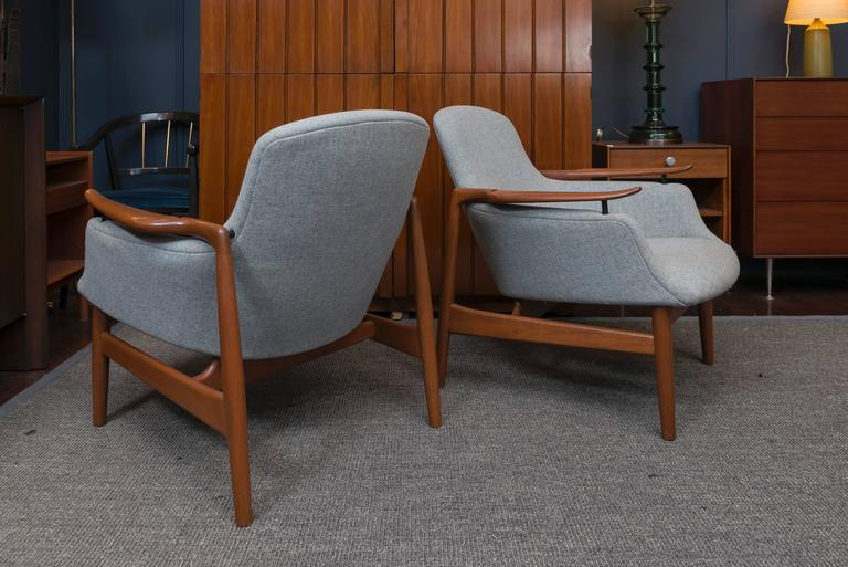 Mid-20th Century Pair of Finn Juhl NV 53 Lounge Chairs For Sale