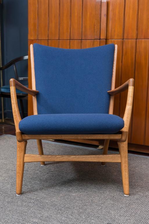 Hans J Wegner design oak and teak lounge chair, model AP 16 stolen, Denmark. Perfectly refinished and newly upholstered.