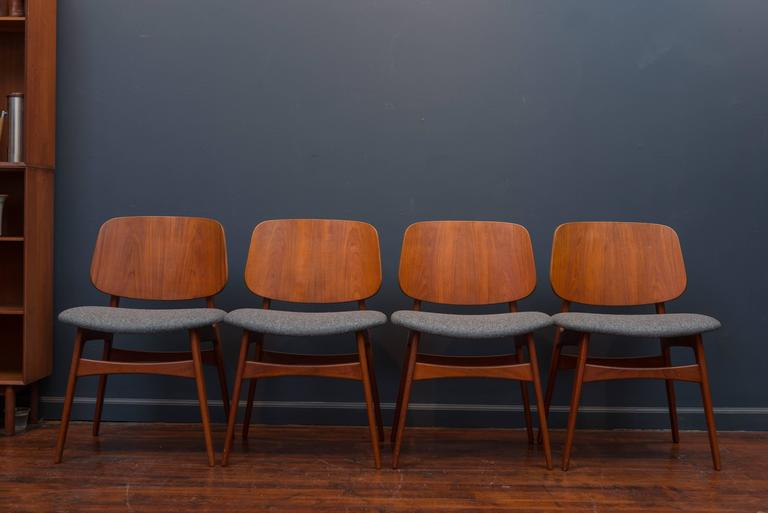 Set of eight Børge Mogensen design teak dining chairs, newly upholstered in Danish charcoal felt.