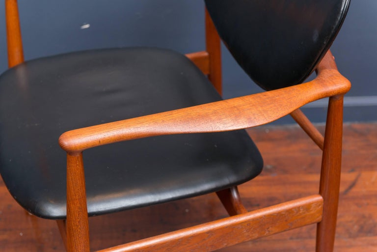 Finn Juhl NV 48 Chair for Niels Vodder In Excellent Condition For Sale In San Francisco, CA