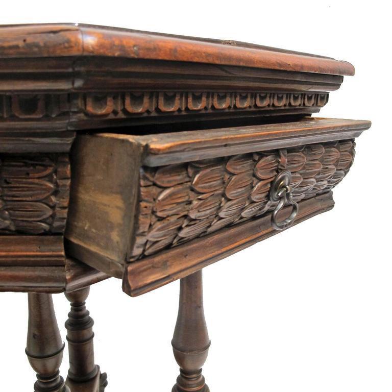 19th Century Italian Walnut Centre Table For Sale 2