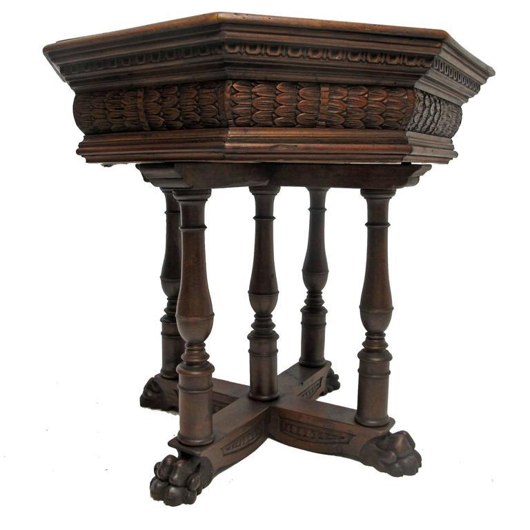 19th Century Italian Walnut Centre Table For Sale 3